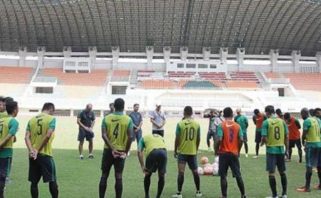 PERSIAPAN PIALA AFF 2016 TIMNAS INDONESIA GELAR LATIHAN PERDANA