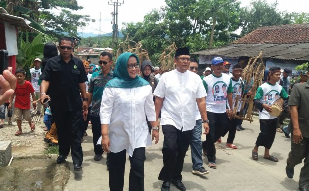 Silaturahmi ke Wahana, Ade Yasin Disambut Pemain Lima Angklung Gubrag